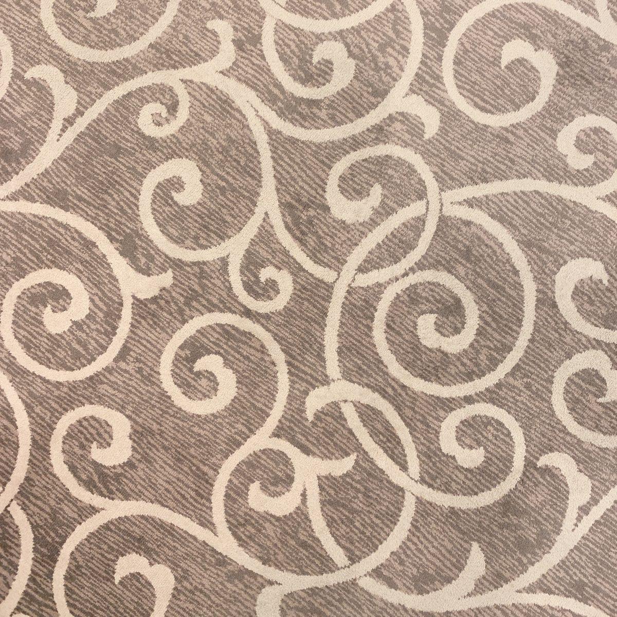 エスタシオン・デ・神戸にある唐草文様の絨毯